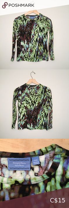 Shop Women's Simply Vera Vera Wang Green size XSP Tees - Long Sleeve at a discounted price at Poshmark. Simply Vera, Vera Wang, Long Sleeve Tees, Crop Tops, Best Deals, Sleeves, Closet, Things To Sell, Style