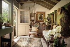 Create Authentic Farmhouse Style Mudrooms - Rustic Home Decor Country Style Cottage, English Cottage Style, English Country Cottages, English House, Cottage Living, Cottage Homes, Farmhouse Style, French Country, Farmhouse Decor