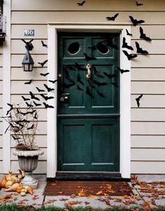 Gruselige Halloween Dekorationen veranda fliegende fledermäuse