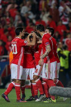 Um golo de Salvio, de penálti, foi suficiente para o Benfica bater o Dínamo de Kiev, na quarta jornada da fase de grupos da Liga dos Campeões. Águias somam sete pontos e dividem liderança com o Nápoles. Seguem-se o Besiktas, com seis, e os ucranianos,com um.