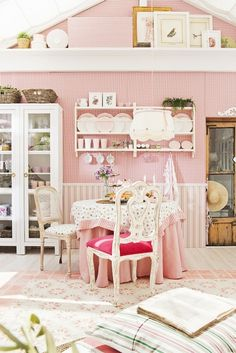 WHO WOULD BELIEVE THIS IS A DOLL HOUSE AND NOT A REAL HOUSE?! Awed