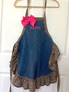 Apron from leg of jeans
