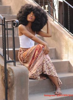 Beauty of black woman - Afro Hair Curly Hair Styles, Natural Hair Styles, Big Afro, Long Natural Hair, Natural Soul, Natural Women, Hair Puff, Natural Afro Hairstyles, Black Hairstyles