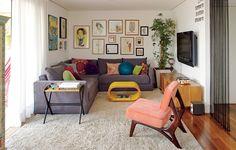 O clima de casa impera no apartamento decorado pela arquiteta Gabriela Marques. A cadeira é réplica da Cimo, fabricante de móveis dos anos 1950Victor Affaro/Casa e Jardim