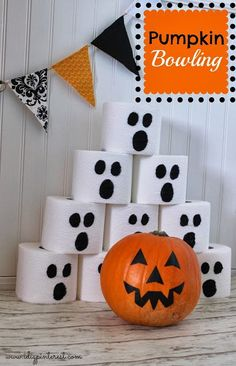 Once you've assembled some ghoulish toilet paper rolls, you can play this Halloween bowling game indoors or out. games at work Fun Halloween Party Games for Kids and Adults You Can Make Yourself Halloween Party Games, Halloween Games Adults, Halloween Crafts For Toddlers, Kids Party Games, Halloween Party Decor, Easy Halloween, Party Fun, Halloween House, Pretty Halloween