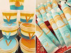 A festa de 2 aninhos da Valentina ganhou uma decoração super divertida em laranja e azul, com o tema baleia! Cada detalhe da decoração foi personalizado po