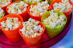 Kids Party Menu - 18 Ideas to Serve - 1 aninho - Kids Party Menu, Kids Menu, Neon Party, Party Themes, Birthday Parties, Good Food, Food And Drink, Snacks, Fiesta Ideas