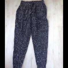 Anthropologie Wool Legging Pant Like new wool speckled legging. size small runs big more like large.Side pockets.wide elastic waist band. Anthropologie Pants Leggings