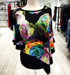 Stunning floral top!