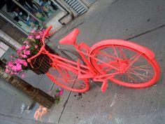 Achtergelaten fiets wordt kunstwerk. Amsterdam, opgelet!