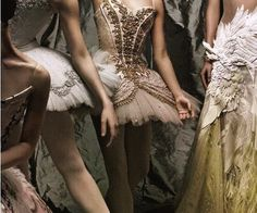 let's dance: arizona muse by patrick demarchelier for vogue uk june 2011 La Bayadere, Ballet Russe, Princess Aesthetic, Ballet Photography, Fashion Photography, Ballet Beautiful, Ballet Costumes, Ballet Dancers, Bolshoi Ballet