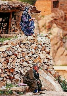 Amazing photo of old man and old woman in Kurdistan. Religions Du Monde, Cultures Du Monde, World Cultures, Kurdistan, People Around The World, Around The Worlds, The Kurds, Jolie Photo, Central Asia