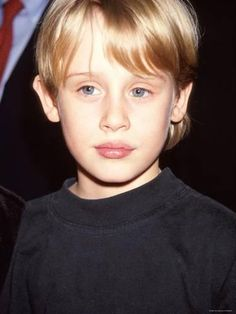 Macaulay Culkin does look less cute than he did. But hey, so would you if you'd done assplay with Michael Jackson and (in a totally unrelated incident) taken up a serious drug habit. Blonde Kids, Cute Blonde Boys, Michael Alig, Young Actors, Child Actors, Macaulay Culkin Home Alone, Rory Culkin, Pop Americano, Kids Photography Boys