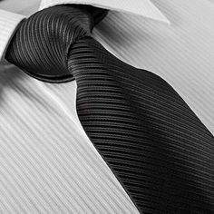 Spruce up your image and embody a sense of hierarchy and fashion with this Men Polyester Oblique Stripe Casual Business Necktie.