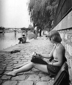In Paris (photo by Robert Doisneau)// Quai du Vert Galant, 1946