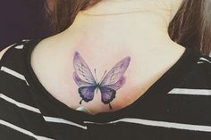 tatouage-papillon-couleur-tatouage-dos-femme