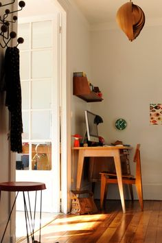 les éditions Piqpoq, vintage desk, vitra hang it all, hans agne jacobssen lamp Desks For Small Spaces, Small Space Living, Living Spaces, Interior Desing, Interior Inspiration, Interior Architecture, Inspired Homes, Home And Living, Home Office