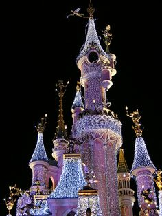 Disneyland at Christmas.... I'm sure going to miss this. Never been to Disney....I would love to have my first experience with my kids