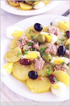 Potato salad with tuna and boiled eggs - Salad Recipes Healthy Salad Recipes, Healthy Drinks, Healthy Cooking, Vegetarian Recipes, Healthy Eating, Boiled Eggs, Food Inspiration, Potato Salad, Mayonnaise