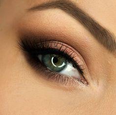 Makeup Geek Eyeshadows in Bling, Cosmopolitan, Latte, Mocha and Roulette. Look by: gajewska.wiktoria