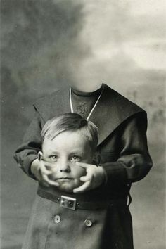 Before the Photoshop: Here Are 20 Creepy Headless Portraits From the Victorian Era Victorian Portraits, Victorian Photos, Victorian Era, Victorian Halloween, Victorian Fashion, Victorian Photography, Vintage Photography, Ghost Photography, Halloween Fotografie