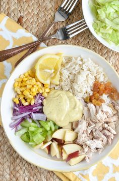 Low Syn Curried Chicken Rice Salad Bowl | Slimming Eats - Weight Watchers and Slimming World Recipes Slimming Eats, Slimming World Recipes, Rice Salad, Salad Bowls, Slimming World Lunch Ideas, Curry Chicken And Rice, How To Cook Chicken, Cobb Salad, Salads