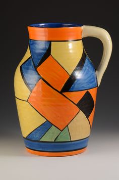 Clarice Cliff 'Cubist' pattern Isis-shape jug, ca Art Deco Decor, Art Deco Design, Ceramic Painting, Ceramic Artists, Vintage Pottery, Pottery Art, Flower Pot Design, Clarice Cliff, Clay Vase