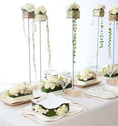 Elegentissimo e rafinatissimo allestimento per un matrimonio Total White. A noi ci piace tantittissimo! Voi? Cosa ne pensate?