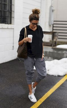 Simple and casual airplane outfits (8) - Fashionetter