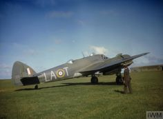 Beaufighter Mark IC, 'LA-T', of Squadron RAF, preparing to taxy at a Coastal Command airfield. Air Force Aircraft, Ww2 Aircraft, Military Aircraft, Bristol Beaufighter, Aviation Image, Ww2 Planes, Royal Air Force, World War Two, Wwii