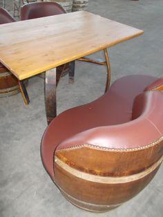1764 - Divanetti da 2 barrique imbottite con seduta unica e tavolino coordinato - Briganti srl - Tel.0547 310171
