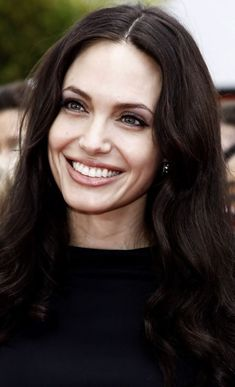 Angelina Jolie Looks like her mother Angelina Jolie Pictures, Brad And Angelina, Beautiful Celebrities, Beautiful Actresses, Beautiful Women, Jolie Pitt, Hollywood, Mannequins, Beauty Women