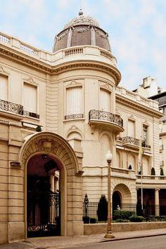 Palacio Fernández Anchorena, donde funciona la Nunciatura apostólica desde 1952. Fue construido entre 1907 y 1909.