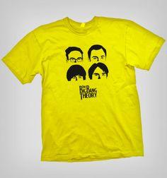 Vuelve en el tiempo contus amigos de The Big Bang Theory con esta polera de mix, entre The Beatles y The Big Bang Theory.