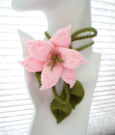 PDF Knit Jewelry Flower Pattern Lily Lariat от ohmayzee на Etsy Yarn Flowers, Leaf Flowers, Crochet Flowers, Knitted Flowers Free, Hand Knitting, Knitting Patterns, Crochet Patterns, Floral Patterns, Knitted Flower Pattern