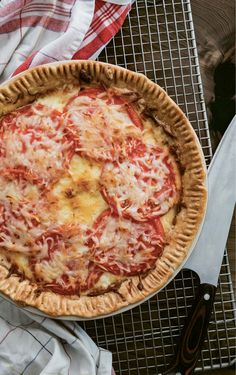 """Nothing screams """"summertime"""" like fresh tomato pie. 🍅 Add in local fish blistered on the grill, veggies dipped in butter bean hummus, honey… Pie Recipes, Great Recipes, Thai Recipes, Charleston Sc, Southern Tomato Pie, Onion Pie, Southern Recipes, Southern Food, Tomatoes"""