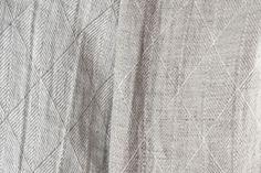 Tissu de lin lavé double face à rhombes.