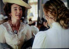 Grand Hotel tv series 2011-2013, Season 1 episode 9. Dorotea wearing the pendant that was Julio's sister.