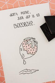 Don't panic, just dip it in chocolate, Erdbeere, Schokolade. Illustrationen, Motivationsspruch, Motivationsspruch, Motivationsbilder, Aufmunterungsspruch, Aufmunterung, Bild, Sketches