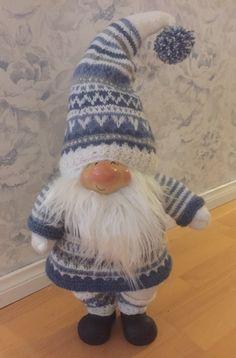 Tontulle uudet vaatteet/New clothes to Santa New Outfits, Winter Hats, Crochet Hats, Santa, Beanie, Handmade, Clothes, Fashion, Knitting Hats