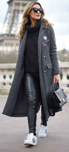Jacket, sweater: ZARA – Pants: H&M – Shoes: ADIDAS – Sunglasses, bag: CELINE.