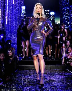 645d7a9156de Fergie In Tom Ford Hosting Dick Clark s New Year s Rockin  Eve -  Fashionsizzle
