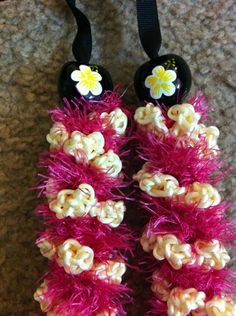 Oh sweet This was designed with pink, the colour of Maui, and the ivory rosettes to suggest the delicate found on the islands. Stand out at any summer party/BBQ, or go on vacation with this unique of aloha! Maui Pikake: Pink and Ivory Hawaiian Leis, Hawaiian Cruises, Hawaiian Art, Yarn Crafts, Diy And Crafts, Arts And Crafts, Candy Leis, Ribbon Lei, Graduation Leis