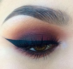 gorgeous eye makeup, loving the natural eyebrow look