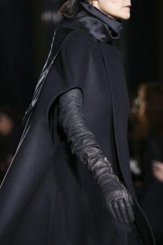 Rick Owens Fall 2014 Ready-to-Wear Fashion Show Dark Fashion, Minimal Fashion, Gothic Fashion, Simply Fashion, Rick Owens, Balenciaga, Givenchy, Post Apocalyptic Fashion, Style Noir