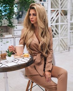 by Consultant-stil Danışman Suit Fashion, Work Fashion, Fashion Outfits, Womens Fashion, Fashion Trends, Fashion Glamour, Classy Outfits, Casual Outfits, Elegantes Outfit