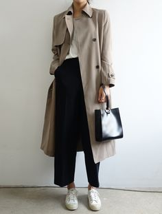 All the advice and ideas of outfits with a trench coat and . Best Picture For Trench Coat mens For Look Fashion, Korean Fashion, Winter Fashion, Fashion Mode, Fashion Styles, 20s Fashion, Petite Fashion, Curvy Fashion, Mode Outfits