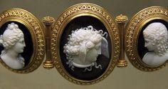 Cameo bracelet, Medusa  Signed by T. Saulini, Rome about 1860
