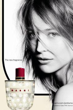 La publicité du premier parfum de Marni, mettant en scène Raquel Zimmermann, a enfin été dévoilée.