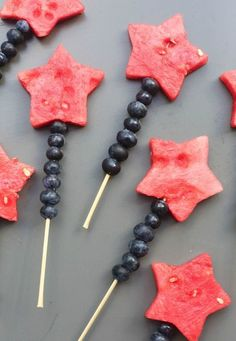 Fruit Sparklers made with watermelon cut into stars and blueberries stacked on a bamboo skewer. A fun way to celebrate holidays or a fun summer snack. Patriotic Desserts, Patriotic Recipe, Cut Watermelon, Fourth Of July Food, July 4th, Snacks Für Party, Fruit Party, Summer Bbq, Side Dishes Easy